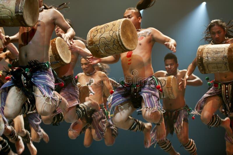 kinesiska dansare som hoppar national royaltyfri fotografi
