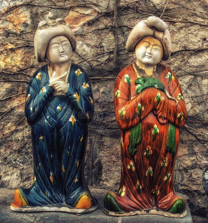 Kinesiska dockor på Longmen grottor, Luoyang, Kina arkivbild