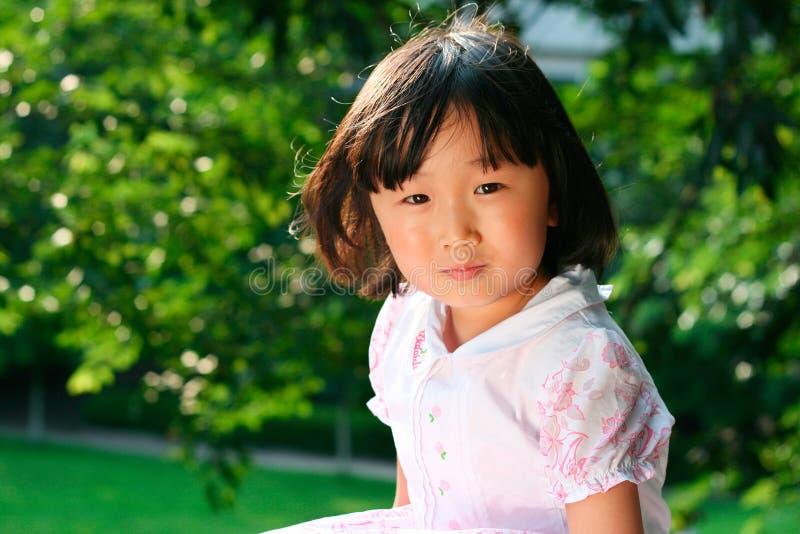 kinesiska flickaleenden arkivfoton