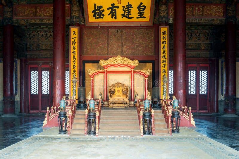 Kinesiska konungs biskopsstol i Hall av central harmoni på Peking Forbidden City i Peking, Kina arkivfoto