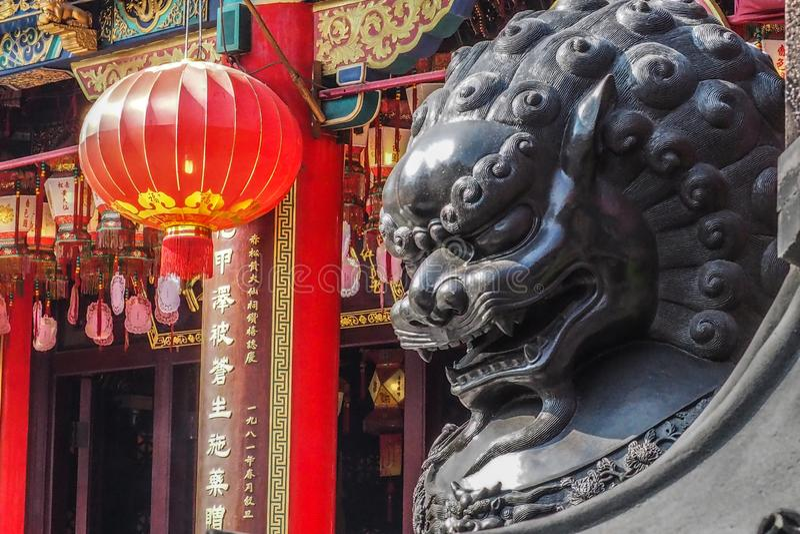 Kinesiska Lion Statue, Wong Tai Sin Temple, Hong Kong arkivfoto