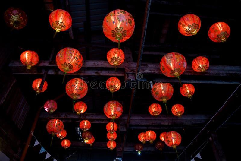 Kinesiska lyktor i tempel royaltyfri foto