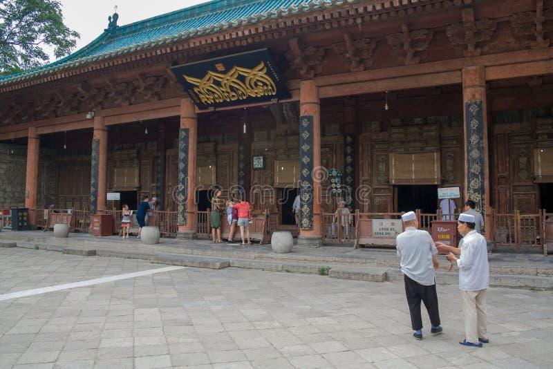 Kinesiska muselmaner runt om Xian Great Mosque Den stora moskén som lokaliseras i mitten av staden arkivfoton