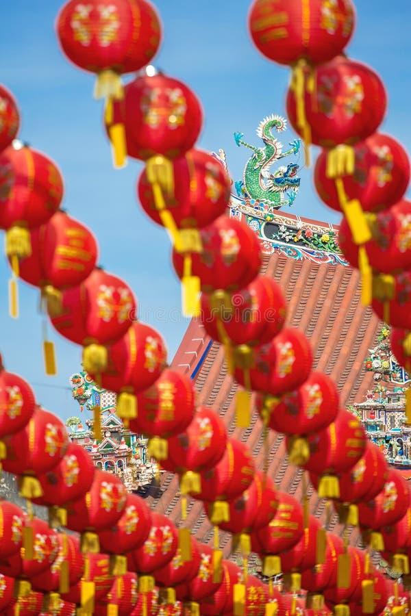 Kinesiska pappers- lyktor för nytt år i Kuan Yin Temple arkivbilder