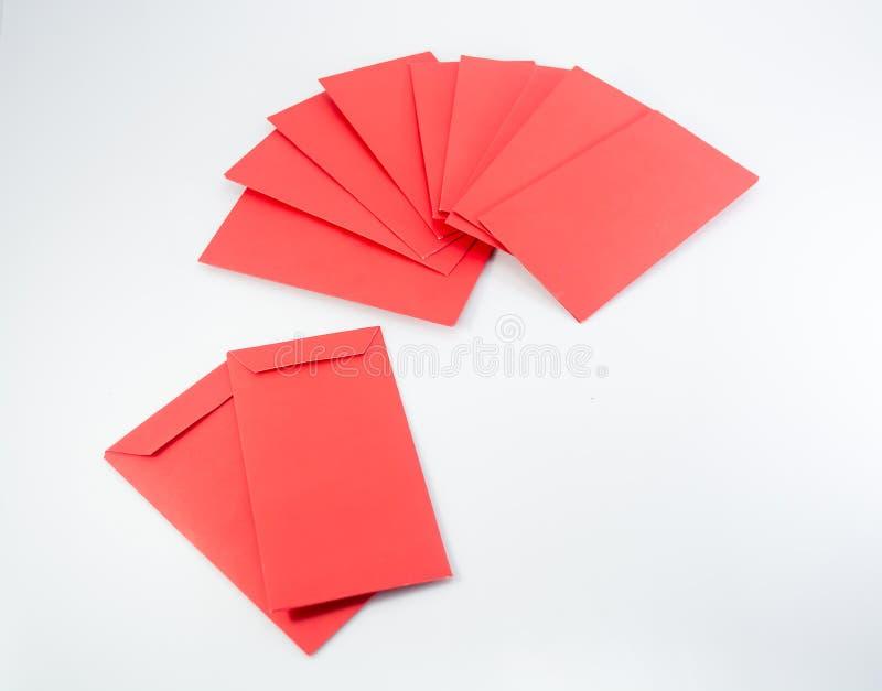 Kinesiska pengar för nytt år i röd kuvertgåva på vit bakgrund royaltyfri foto