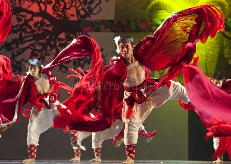 Kinesiska Qiang nationaldansare royaltyfri foto