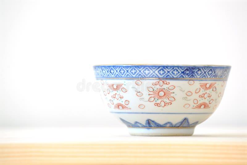 Kinesiska tappningstilblått och vitdisk royaltyfria foton