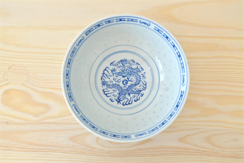 Kinesiska tappningstilblått och vitdisk arkivfoton