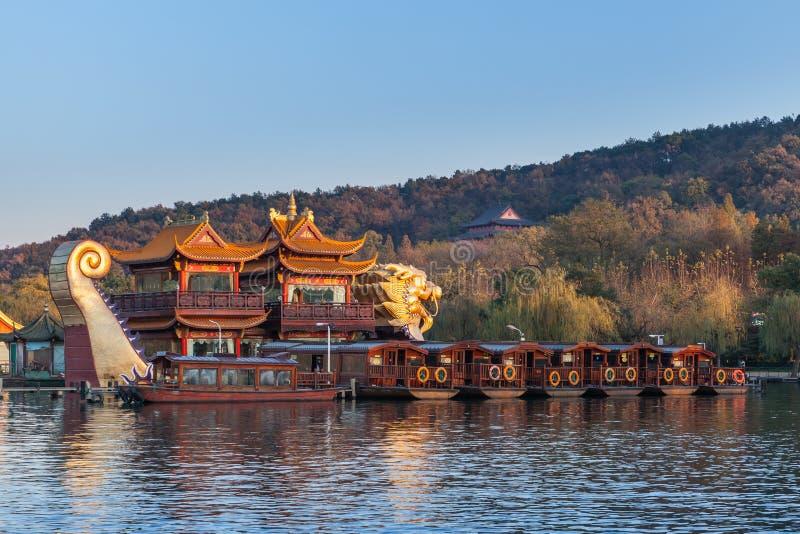 Kinesiska tränöjefartyg, västra sjö, Hangzhou royaltyfri foto