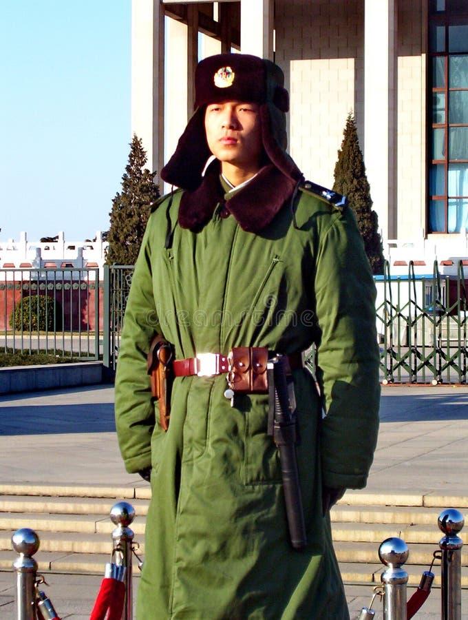 Kinesiskt folks vakt för anseende för soldat för armé för befrielse i den Tiananmen fyrkanten arkivbild