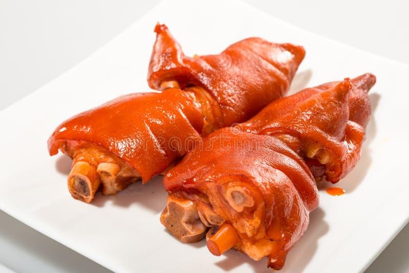 Kinesiskt kött - lycklig bräserad svinfot i brun sås arkivfoton