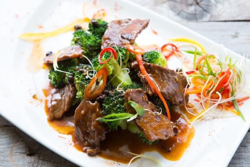 Kinesiskt kryddigt stekt kött arkivbild