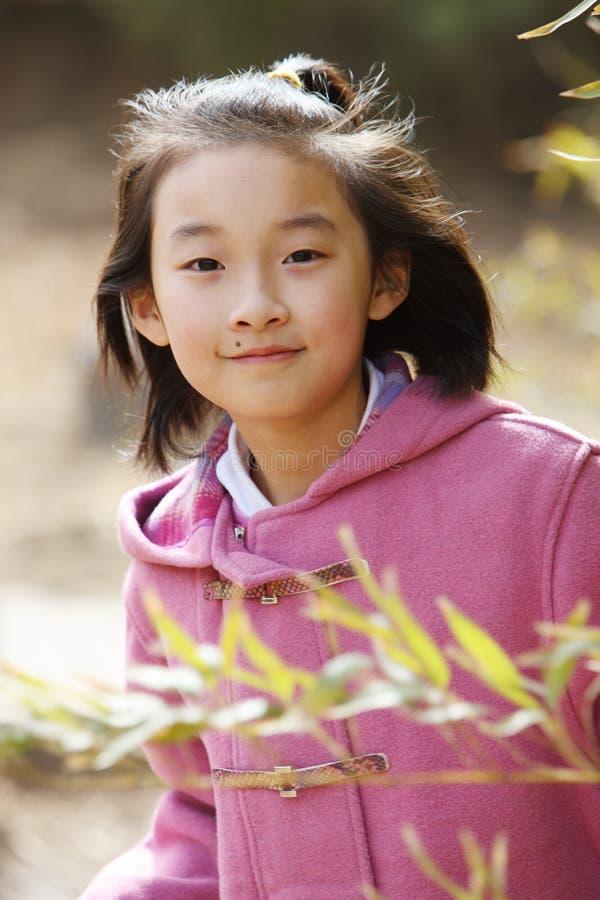 kinesiskt le för flicka arkivbilder