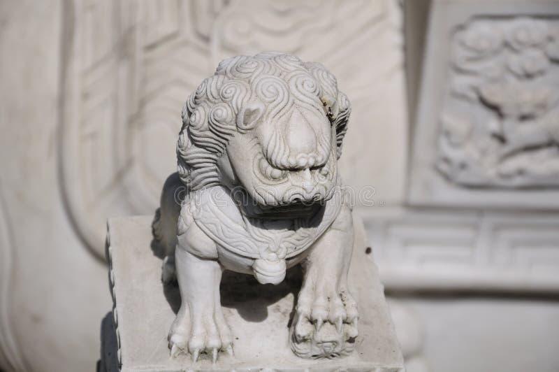 Kinesiskt lejon på den Hanshan templet arkivbilder