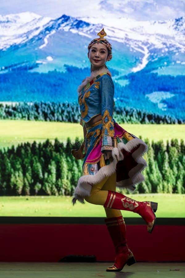 Kinesiskt nyår 2020 - Kinesiska artistspel Gansu Art Troupe royaltyfri foto