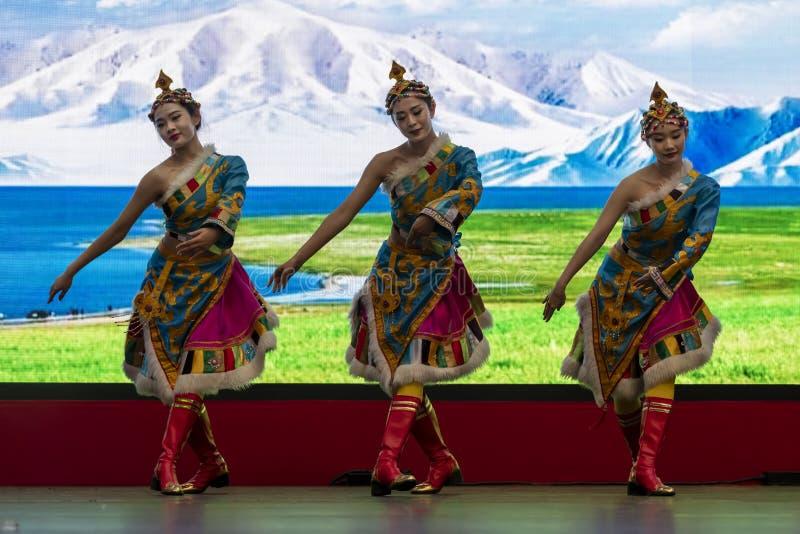 Kinesiskt nyår 2020 - Kinesiska artistspel Gansu Art Troupe arkivbilder