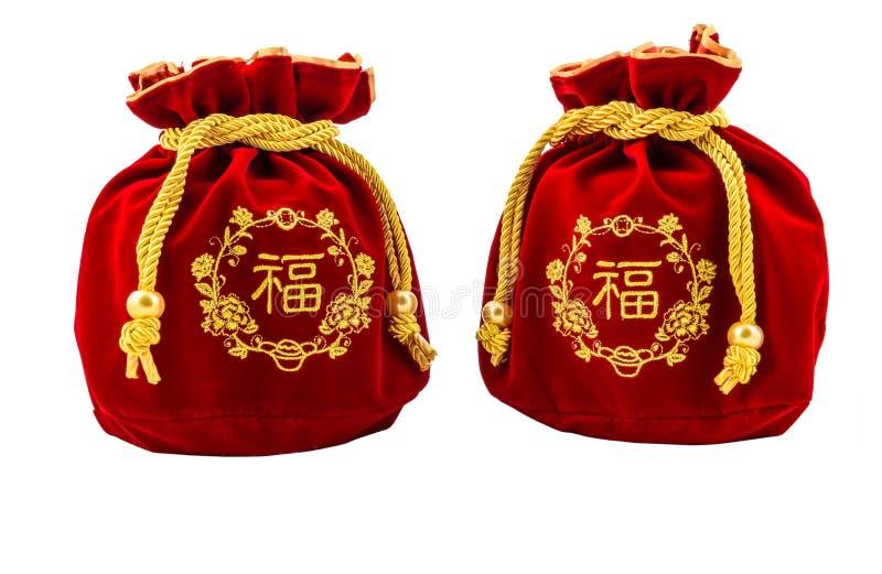 Kinesiskt rött tyg för nytt år eller siden- påse, ang-pow av lyckaisolat royaltyfria foton