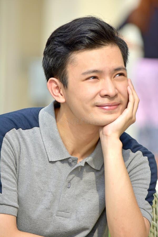 Kinesiskt tänka för tonåringpojke royaltyfri foto