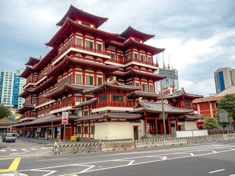 KINESKVARTER SINGAPORE - NOVEMBER 24, 2018: Templet för Buddhatandreliken är en buddistisk tempel som lokaliseras i kineskvartero royaltyfria foton