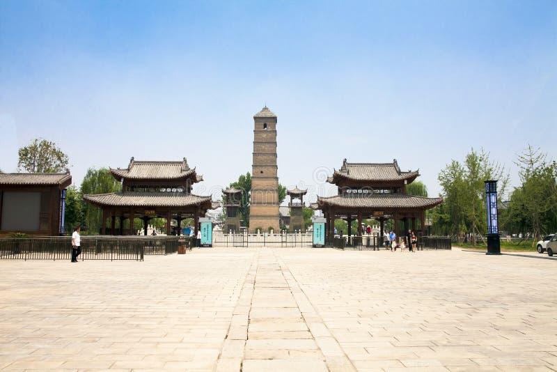 Kinesluoyang historisk byggnad - maingaten av luoyistaden - qing torn för dynastiarkitekturwenfeng royaltyfri foto