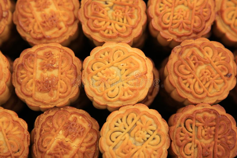 kinesmoon för 2 cake arkivfoton