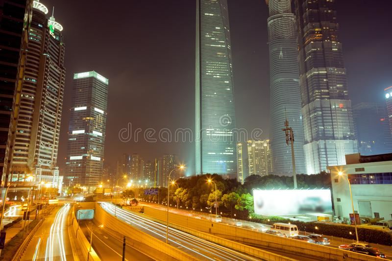 KinesShanghai Lujiazui natt Se natten p? den kinesShanghai Lujiazui bron fotografering för bildbyråer