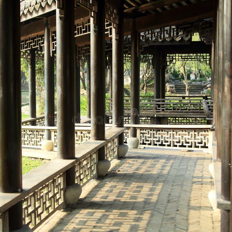 Kinesträdgård, kinesisk arkitektur royaltyfria foton