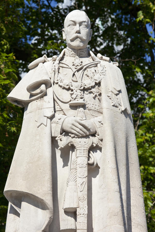 Free King George V Statue In London Royalty Free Stock Image - 40924676