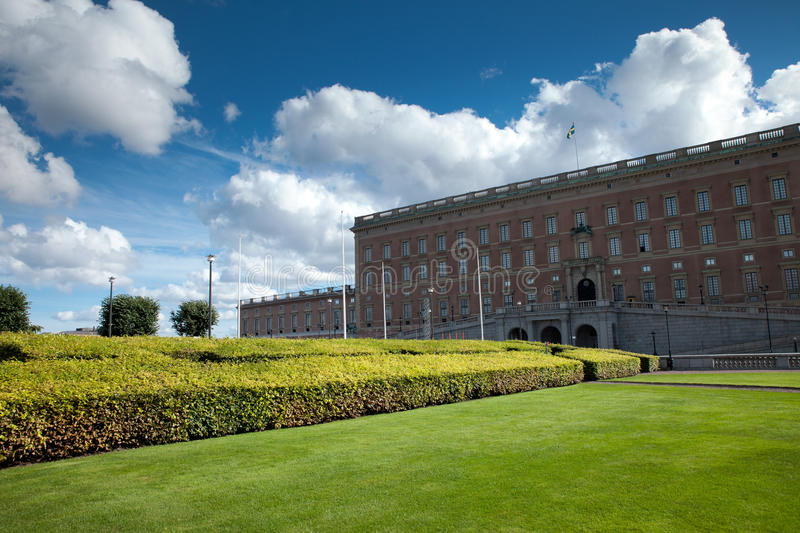 Download Kings Palace stock photo. Image of hedge, park, palace - 27298498
