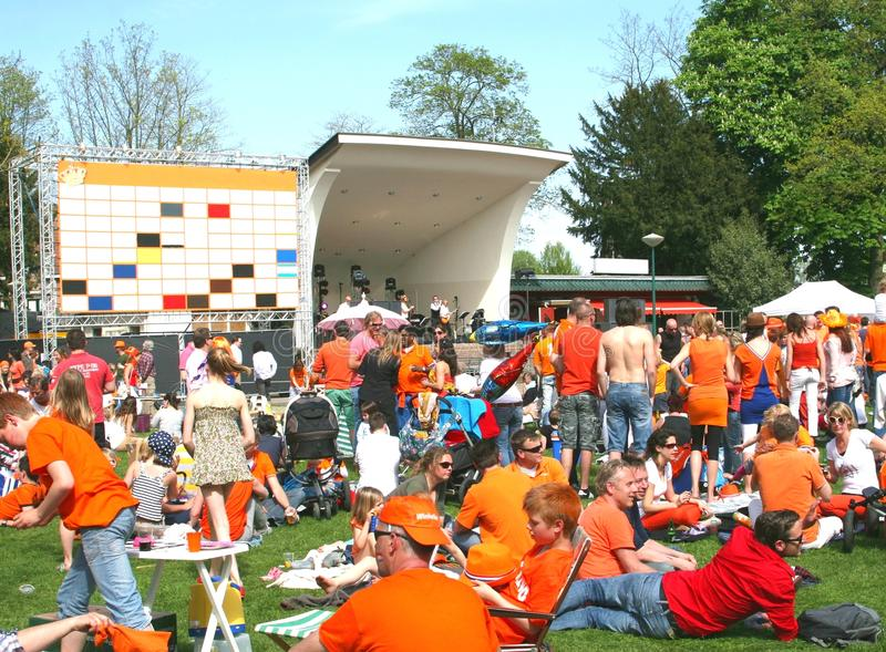 Kingsday i Holland, apelsin och musikkonsert royaltyfria foton
