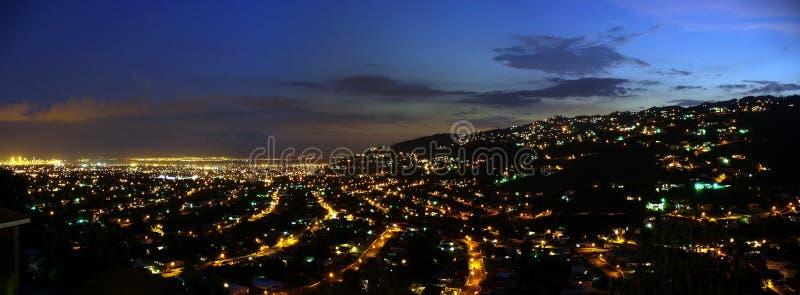 Kingston bij nacht stock foto