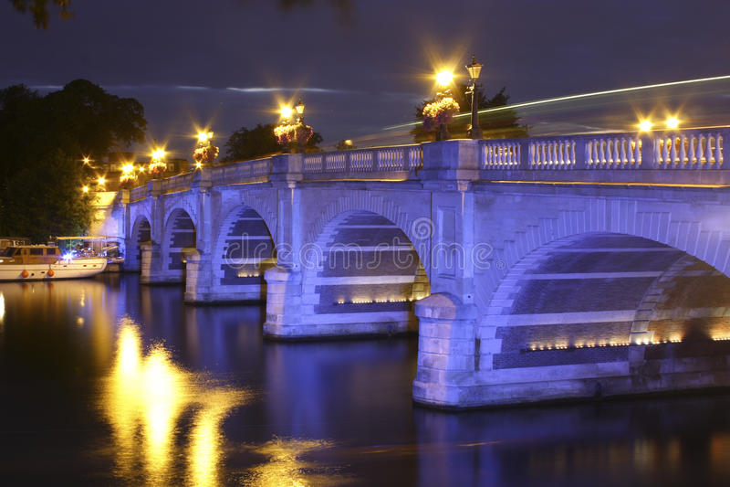 Kingston Bridge bij nacht stock fotografie