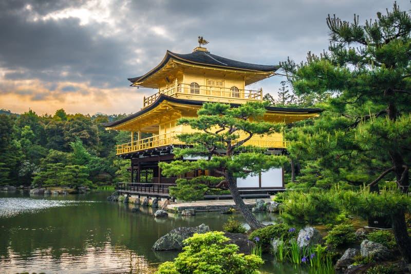 Kinkaku籍金黄寺庙,京都,日本 库存照片