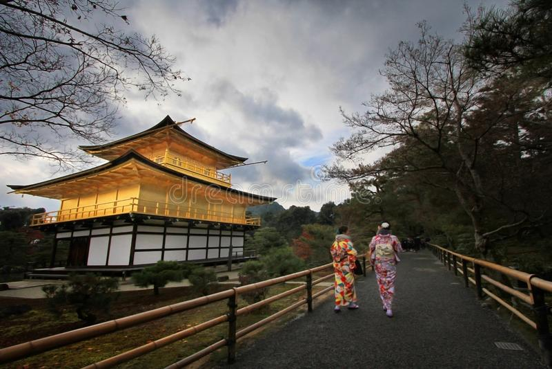 Kinkaku籍,金黄亭子在京都,日本 库存图片