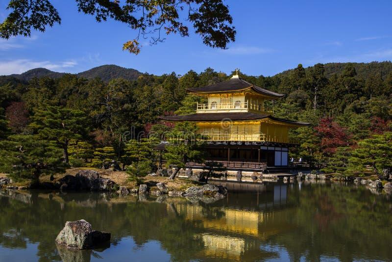 Kinkaku-ji, das Goldene stockbilder