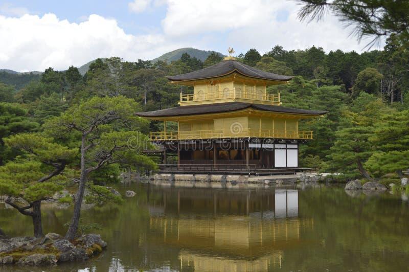 Kinkaku-ji goldenes Pavillon lizenzfreie stockbilder