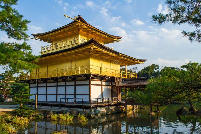 Kinkaku-ji, o pavilhão dourado em Kyoto, Japão fotografia de stock