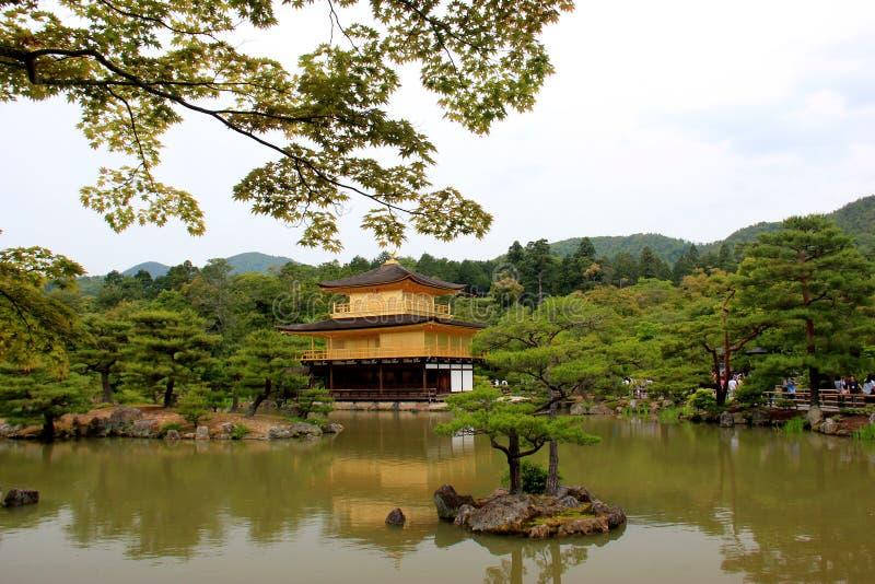 Kinkaku-ji o Rokuon-ji, Zen Buddhist Temple famoso, a Kyoto, immagine stock