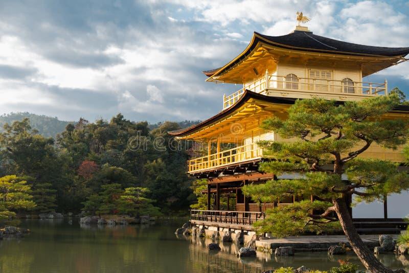 Kinkaku -kinkaku-ji of officieel genoemde Rokuon -rokuon-ji, zijn één van mooi royalty-vrije stock foto