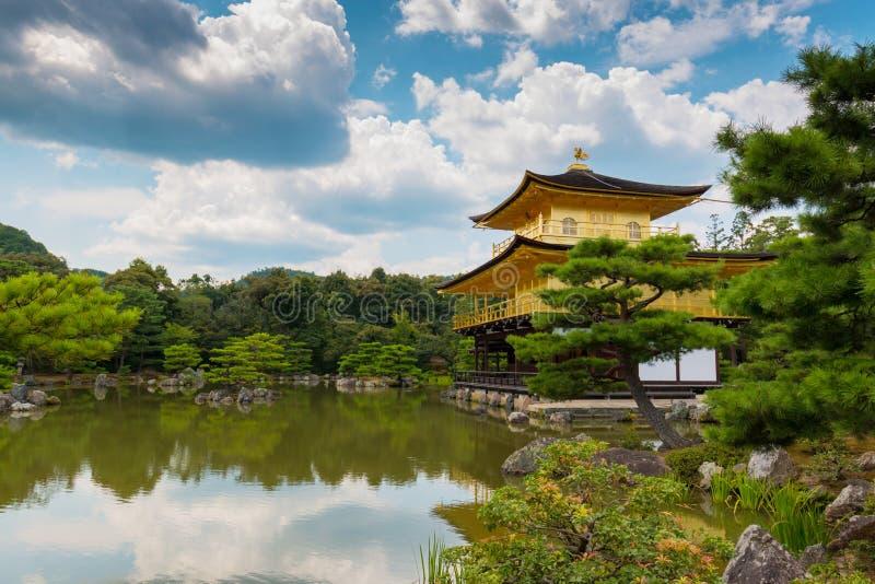 Kinkaku -kinkaku-ji (Tempel van het Gouden Paviljoen) is een Zen Buddhist-tempel in Kyoto, Japan stock fotografie