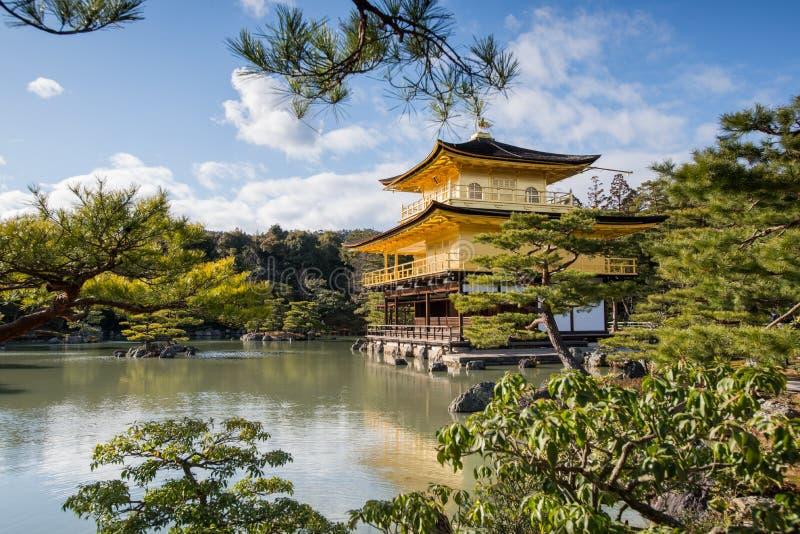 Kinkaku -kinkaku-ji, het Gouden Paviljoen, een Zen Buddhist-tempel in Kyoto, royalty-vrije stock afbeeldingen