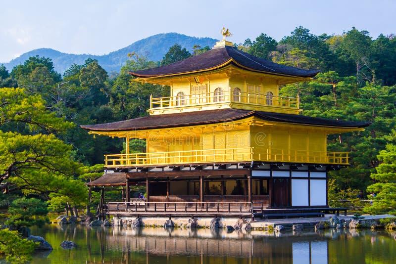 Kinkaku -kinkaku-ji, het Gouden Paviljoen in Kyoto, Japan stock foto
