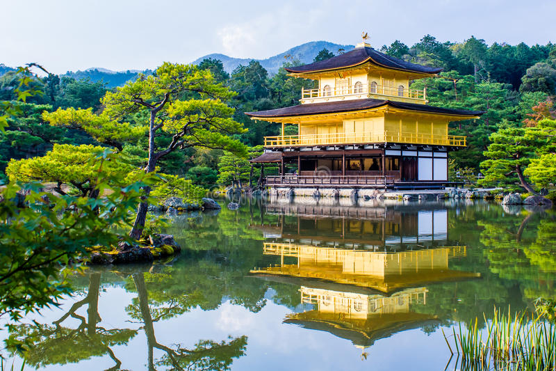 Kinkaku -kinkaku-ji, het Gouden Paviljoen in Kyoto, Japan royalty-vrije stock foto