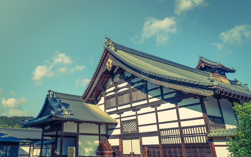 Kinkakuji寺庙金黄亭子在京都,日本(过滤器 图库摄影
