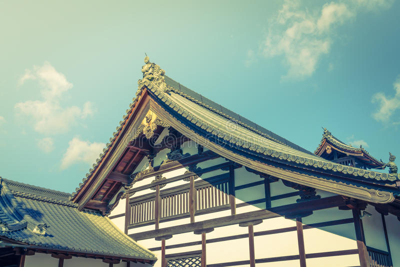 Kinkakuji寺庙金黄亭子在京都,日本(过滤器 库存图片