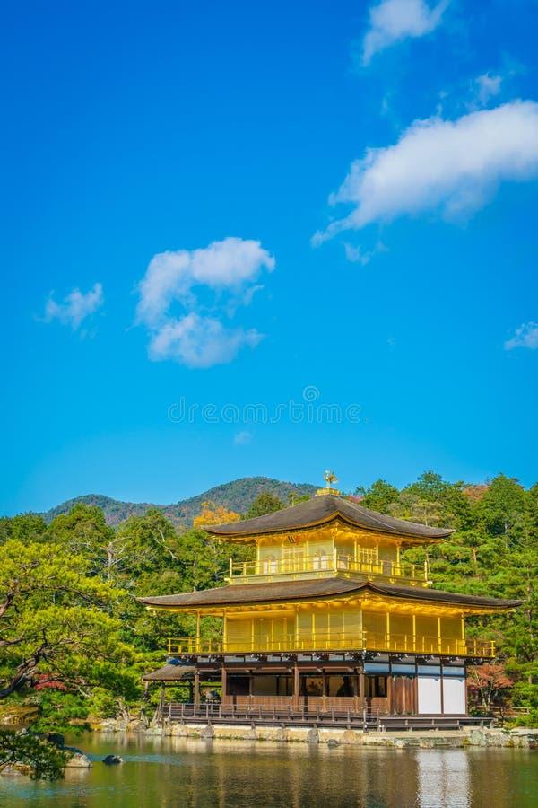 Kinkakuji寺庙金黄亭子在京都,日本 库存照片