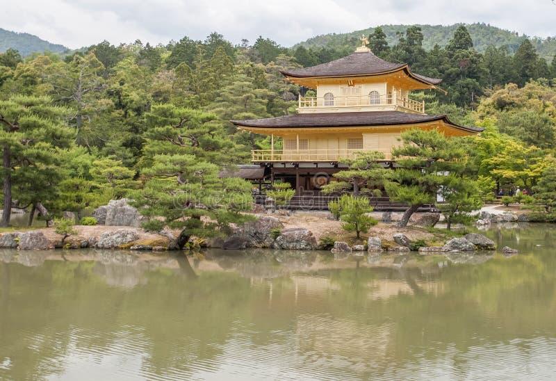 Kinkakuji (goldener Pavillion) lizenzfreie stockfotos