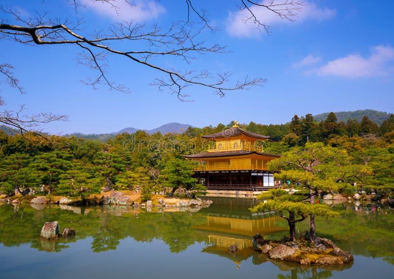Kinkakuji guld- paviljong, Kyoto, Japan royaltyfri fotografi