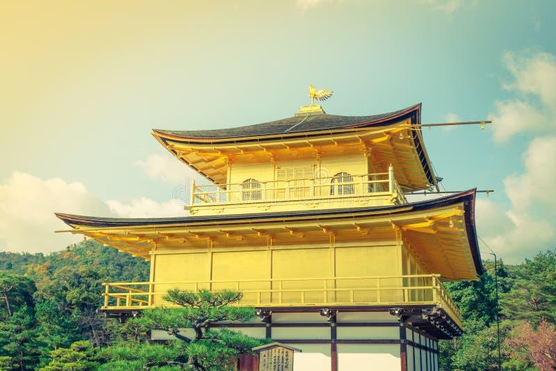Kinkakuji tempel den guld- paviljongen i Kyoto, Japan royaltyfri bild