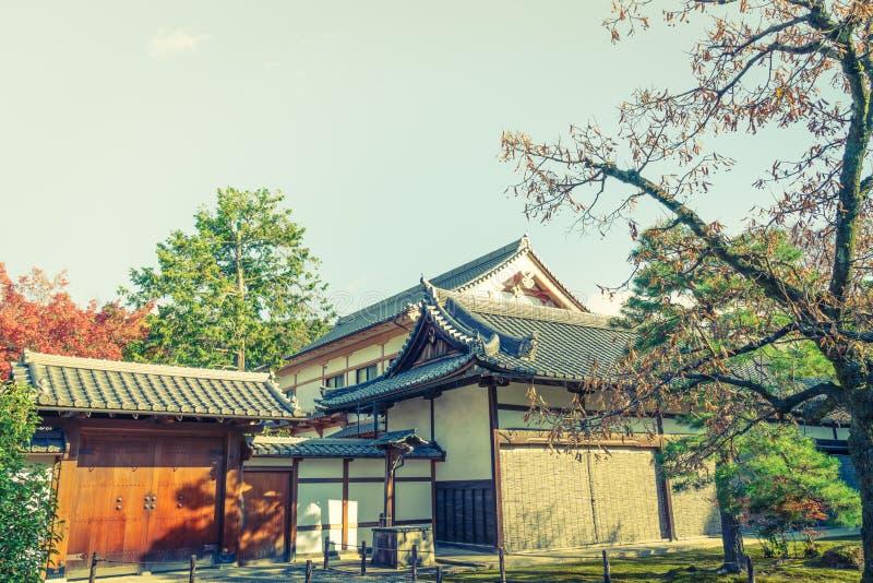 Kinkakuji tempel den guld- paviljongen i Kyoto, Japan (filter arkivbilder